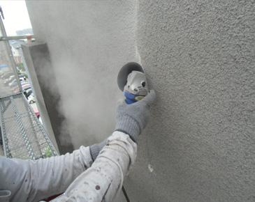外壁施工中:クラックVカット