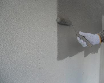 外壁施工中:弾性セラミシリコン 1回目