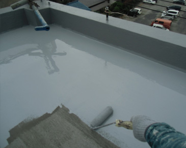 防水施工中:ウレタン防水1層目