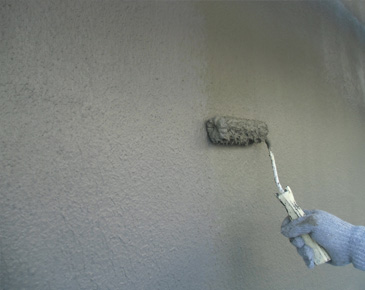 外壁施工中:カチオンフィラー