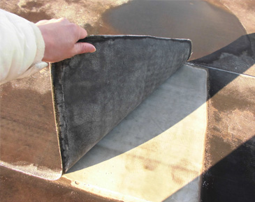 床施工中:既存ゴム質シート撤去1