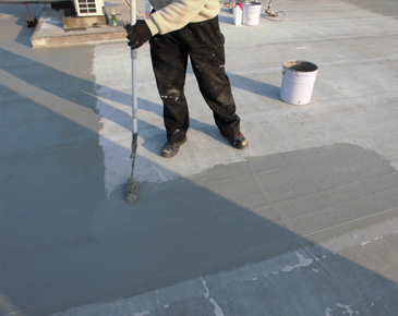 床施工中:仮防水機能付カチオン塗布