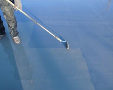 床施工中:弾性トップコート