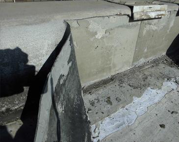 立ち上がり、付属部分・施工中:既存ゴム質シート撤去