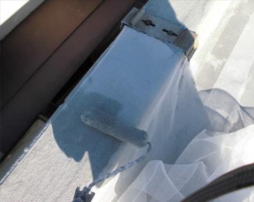 立ち上がり、付属部分・施工中:ウレタン防水1層目及びメッシュシート貼り付け