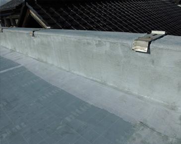 立ち上がり、付属部分・施工中:ウレタン防水1層目及びメッシュシート貼り付け後