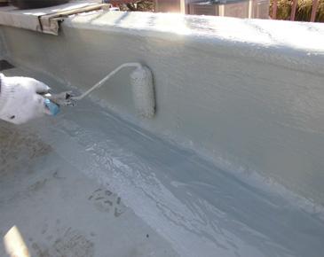 立ち上がり、付属部分・施工中:ウレタン防水2層目